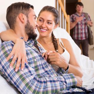 結婚と恋愛は別?「不倫」をやめられない理由を専門家に聞いた