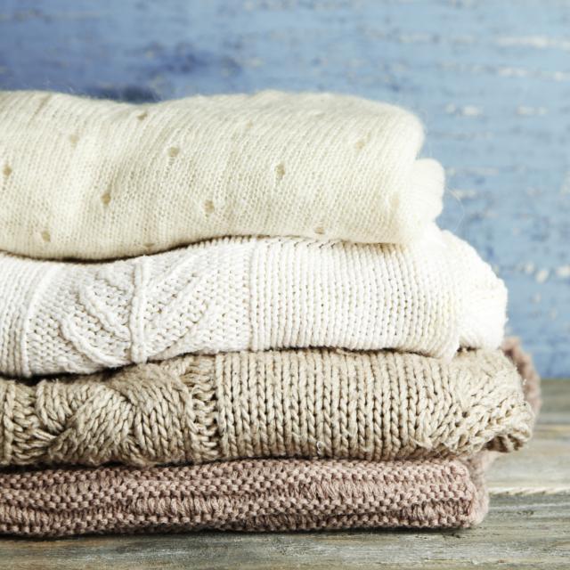 おしぼりや濡らしたティッシュはNG!ウールの服を汚した時の正しい処置
