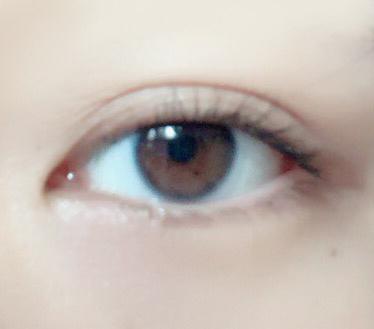 小さい 人 が 黒目