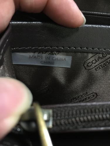 83406ab5e655 ... ですがアウトレットの印がありません。 「コーチの財布が本物かわかりません。助けて」の補足