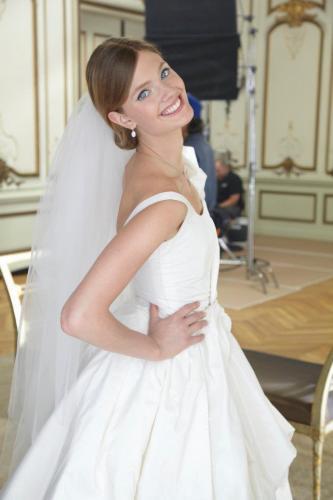 ac722b02fba4e ウェディングドレスのモデル -ウェディングドレスのモデル写真は、何故 ...