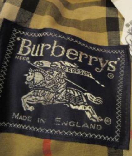 「BurberrysとBURBERRYのロ」の質問画像