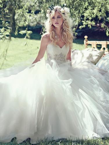 3e10538346123 ドレスのモデル -ウェディングドレスのモデル写真は、何故、金髪の白人 ...