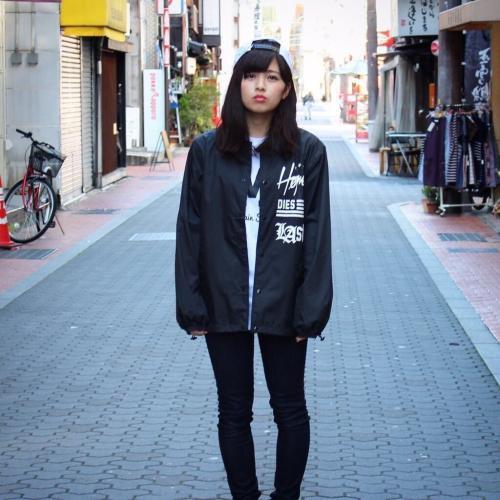 「ストリート系 この服のブランド名がわかり」の質問画像