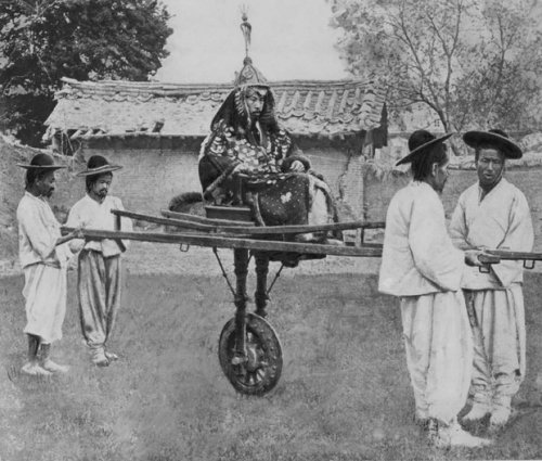 19世紀の朝鮮の貴族が利用している一輪車って、どんなメリットがあって ...
