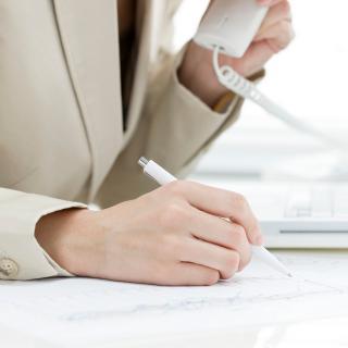 会社にかかってきた電話をなかなかとらない人への対処法