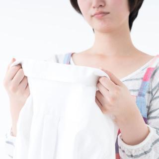 黒カビに見えた衣類の汚れ、落とし方を専門家に聞いた!