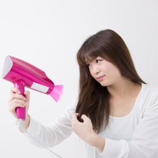 クセ毛の女性必見!梅雨にオススメのヘアアレンジ3選!