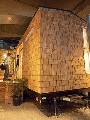 「Tinys Hostel」は建物に使用している木材やインテリアも1棟ごとに異なる