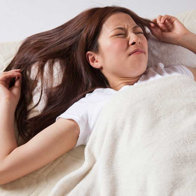 同じようにスマホをいじっていてもすぐ眠れる人・眠れない人の違い