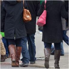 どうして冬になると暗い色の服を着たくなるのか?
