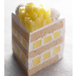 1ピース3,800円のメロンのショートケーキ