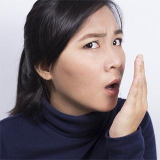 口臭がある人、ない人の違いは何?生活習慣?食習慣?歯科医に聞いた