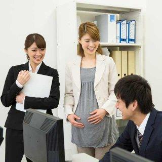 産休を取る女性の代わりは周囲が負担。どうにかできないのか?