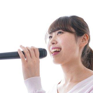 女性がカラオケで高得点を出しやすい曲! 専門家がおすすめ5曲をセレクト!