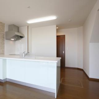 引っ越しの際に、壁や床のダメージってどのくらいで請求されるの?