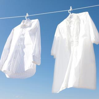 専門家に聞いてみた!洗濯する時、干す時、ファスナーやボタンはどうするのが正しい?