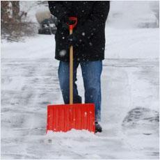 駐車場の除雪した雪、どうやったら早く溶ける!?