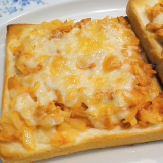最高の朝食タイムを演出!タモリ流ツナとタマネギのチーズトースト