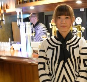 怪獣酒場 新橋蒸留所店員のお兄さんとお姉さん。