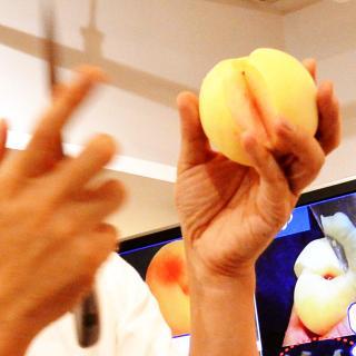 やさしくしてね。桃博士が教える美味しい「白桃」の剥き方