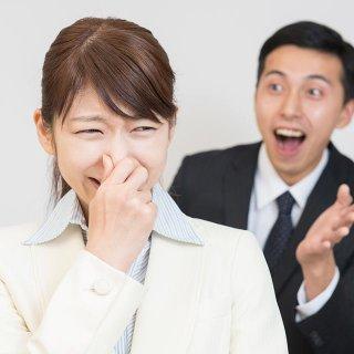 スマホを見すぎると口臭がひどくなるって本当?