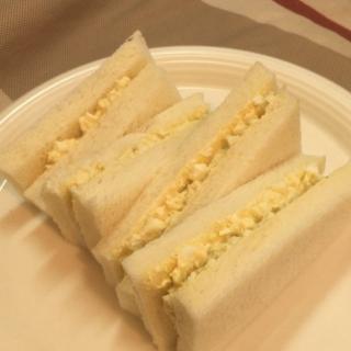 【包丁いらず】身近な物でサンドウィッチをキレイに切る方法