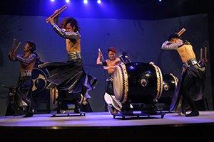 「万華響―MANGEKYO―」公演の様子