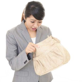 鞄の中は雑菌だらけ!?毎日持ち歩くアレが原因だった!
