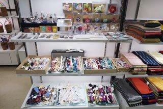 色とりどりの豊富な和装小物売り場