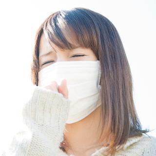 目の前で激しく咳をする人がいた時、マスクをするのは失礼になるのか?
