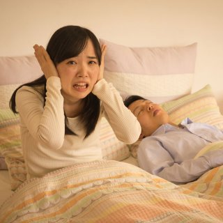 「夫のいびきがうるさい!」解決しないのは夫婦のコミュニケーション不足が原因?