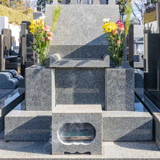 「お墓を建てる」は時代遅れな上に、時代に追いつこうとすらしていない