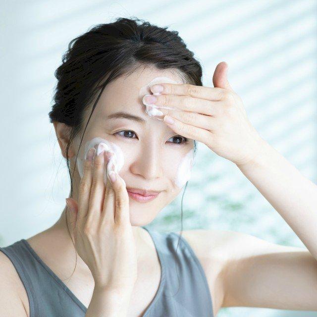 美容皮膚科医に聞いた!マスクの下の美肌を保つ正しい洗顔方法