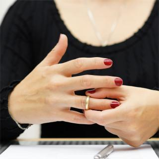 離婚した元妻が私物を取りに来る 監視のための親族の立ち合いは…?