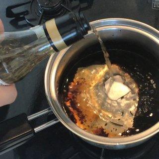 【料理以外にも使い道たくさん!】賞味期限切れのお酢の有効活用3選