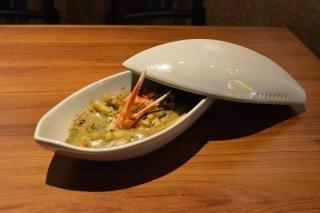 怪獣酒場のお食事メニュー「バルタン星人からの1品~熱々蟹味噌グラタン~」。