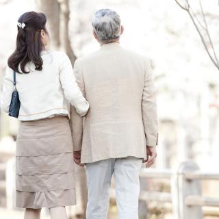 夜の営み、介護問題……夫が年上の「年の差婚」 女性には覚悟が必要?