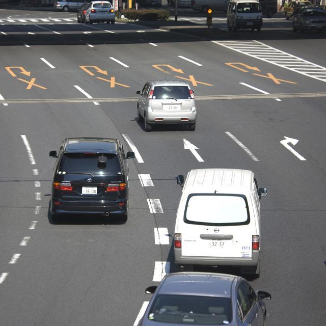車線変更でウインカーを出さないドライバーってどう?ニコニコニュースユーザーの意見をまとめてみた