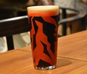 怪獣酒場の特性スーベニアグラスがお持ち帰りできる「怪獣ドリンク」。
