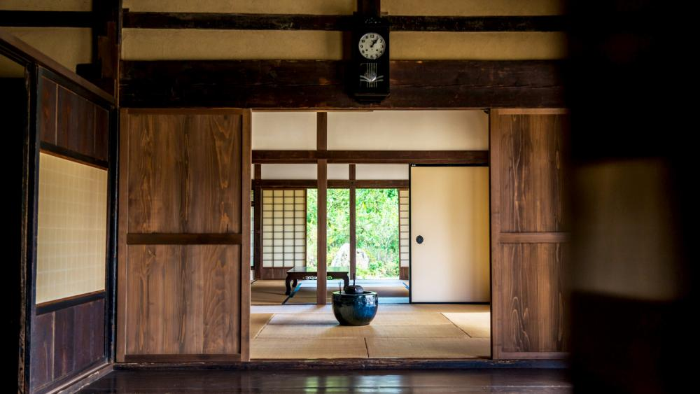 "Let's stay at an ""Kominka "" where you get to experience Japanese culture reasonablly in abundance!"