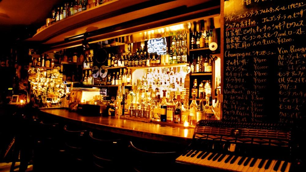 Trip Experts!! Most recommended restaurants and bars for foreign tourits : Whiskey Bar